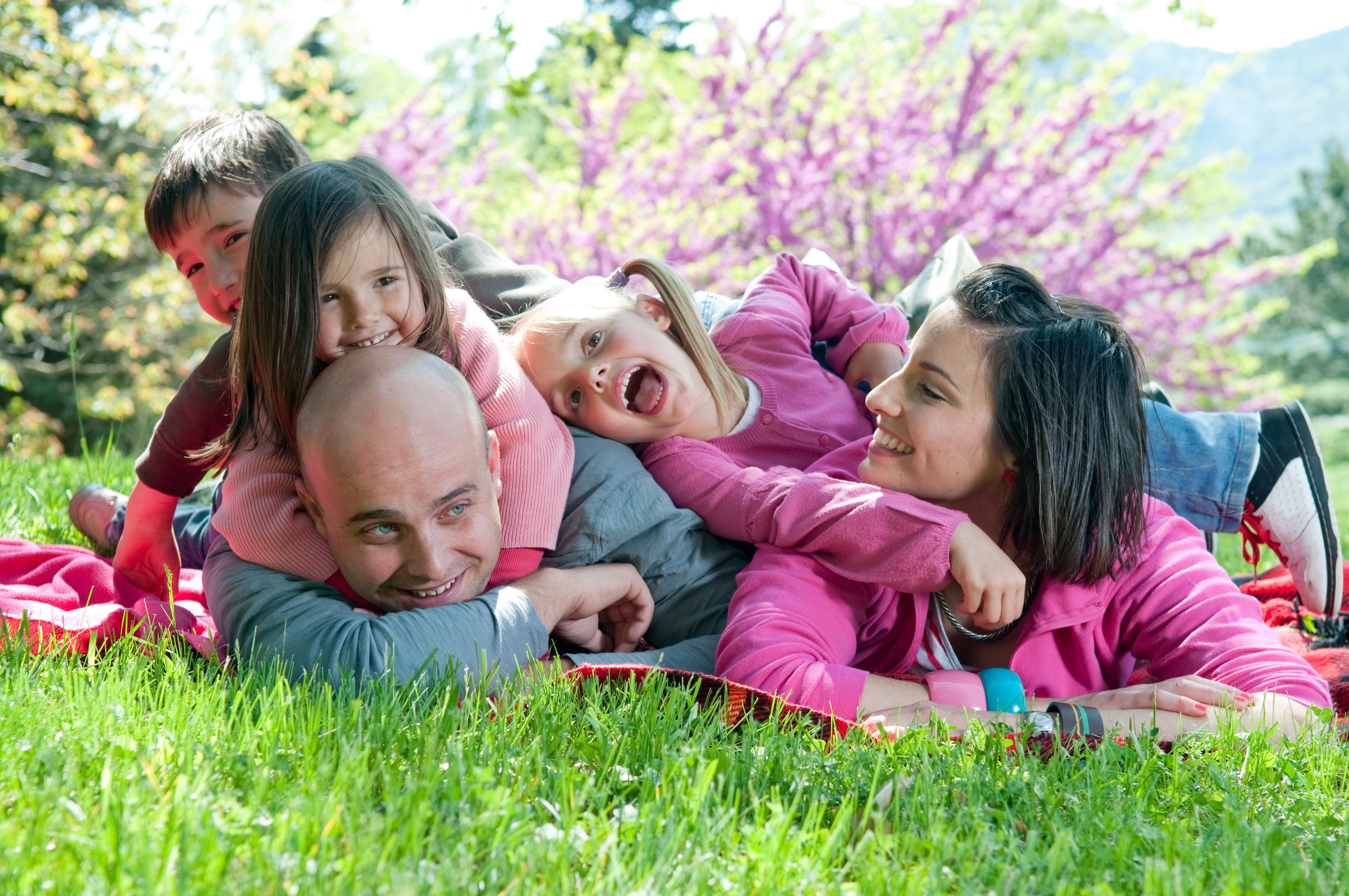 Happy-family-smiling | kraftyarts.com